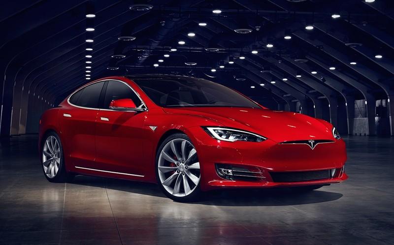 Быстрее, мощнее, надежнее. Кто бросил вызов электромобилям Tesla?