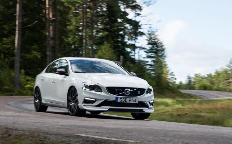 Мощный гибрид Volvo S60 с умным автопилотом
