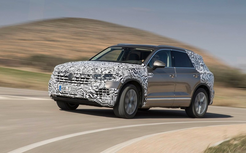 Показаны фотографии интерьера нового Volkswagen Touareg