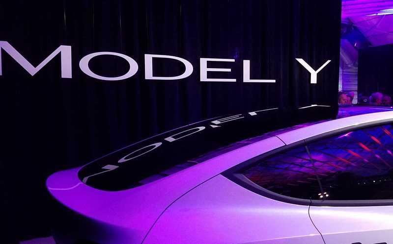 Tesla презентовала компактный кроссовер Model Y
