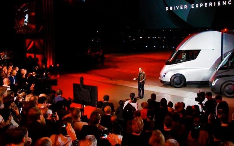 Представлен новый электрогрузовик Tesla Semi