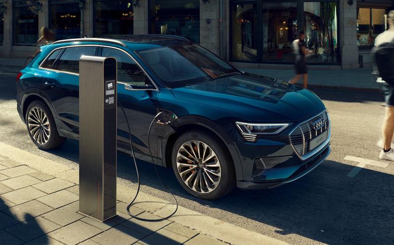 Назван самый безопасный электромобиль. И это не Tesla