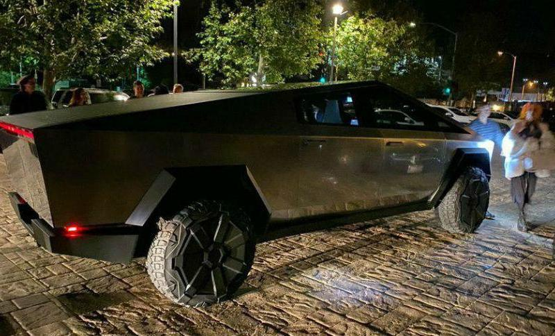 Киберпикап Илона Маска замечен на дорогах