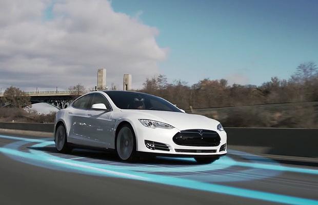 Насколько безопасен автопилот Тесла?