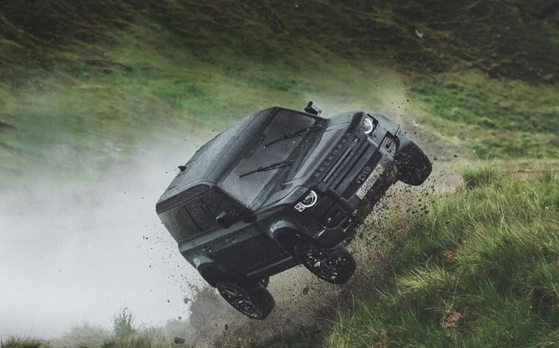 Каскадеры испытали Land Rover Defende для фильма о Джеймсе Бонде