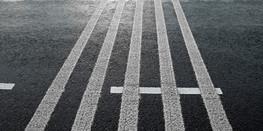 На перекрестках появились необычные полосы