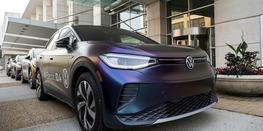 Volkswagen планирует наладить выпуск дешевых батарей для электромобилей