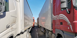 Иностранным грузовикам с неоплаченными штрафами запретили покидать Россию